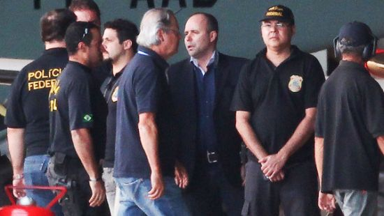 José Dirceu Escorted by Federal Police